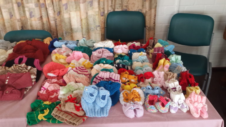 "Knitted baby clothes for the Tokai Lions project ""Naked Baby"""